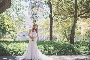Carlton Gardens Sandringham Wedding photography. Bride under a tree
